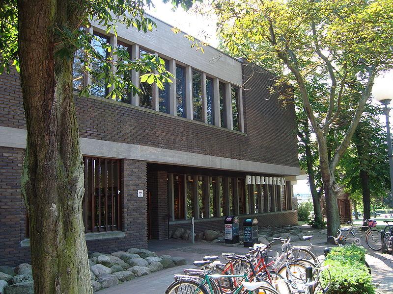 800px-Stadsbiblioteket,_Helsingborg_2