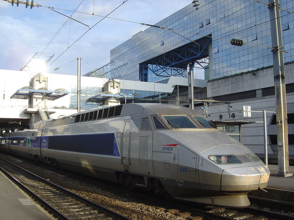 1280px-TGV_train_in_Rennes_station_DSC08944